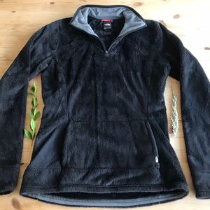 Black Northface Pull Over